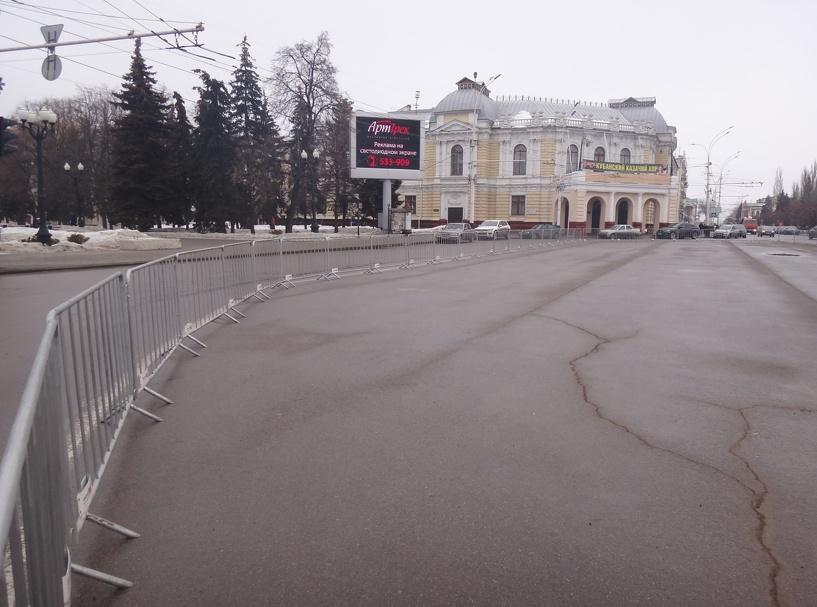 Тамбовчане жалуются на отсутствие парковки на площади Ленина