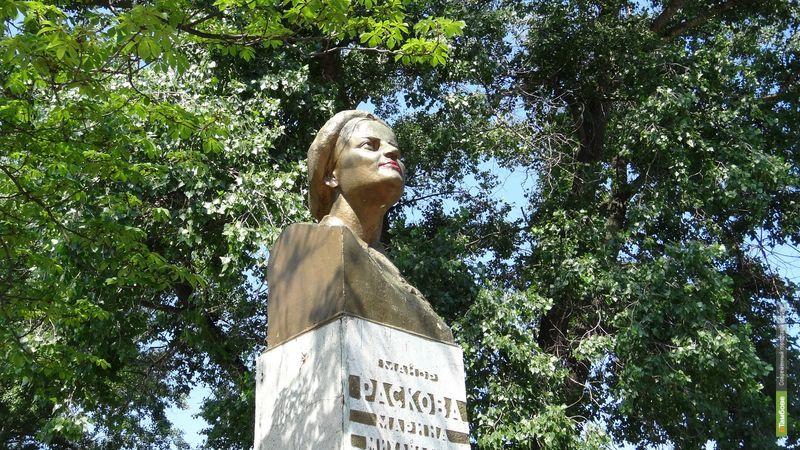 Тамбовские вандалы накрасили губы Марине Расковой