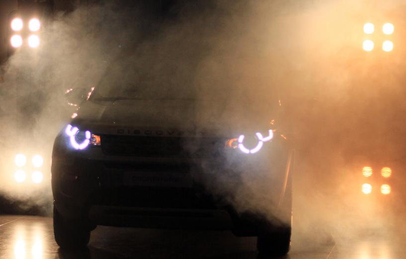 «Танцуем!»: новый Land Rover Discovery Sport представили под звуки «Сансары»