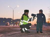 Пешеходов обяжут носить светоотражающие брелоки и браслеты