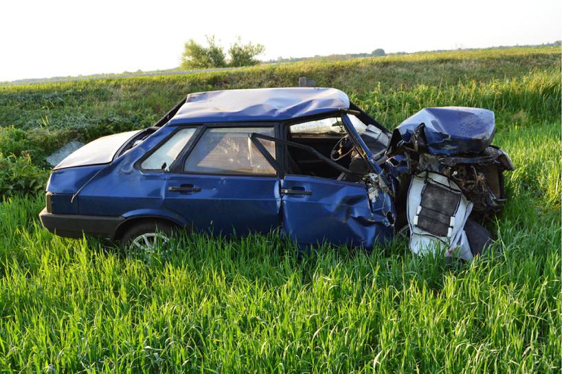 В Токарёвском районе «девяносто девятая» врезалась в трактор