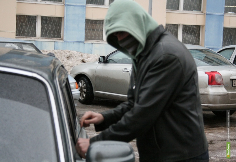 Тамбовские школьники угнали чужую машину
