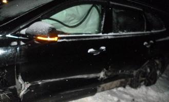 Иномарка врезалась в дорожное ограждение, а затем в «Приору»