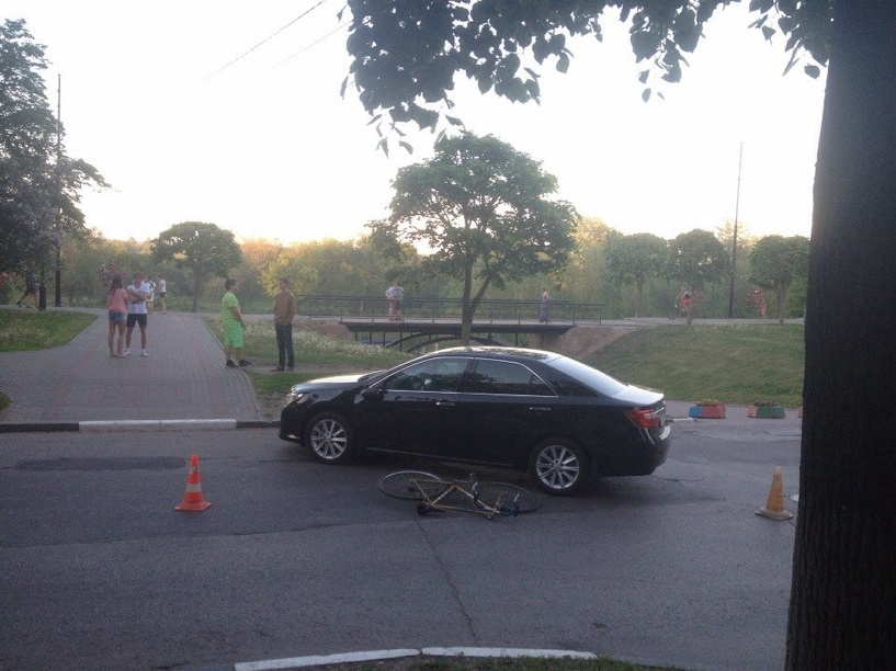 В Тамбове у моста влюблённых иномарка сбила малолетнего велосипедиста