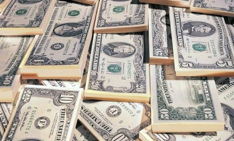 Впервые с июля доллар опустился ниже 59 рублей
