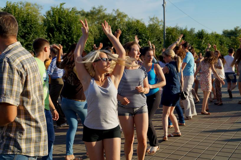 300 тамбовчан вместе сделали первые танцевальные шаги