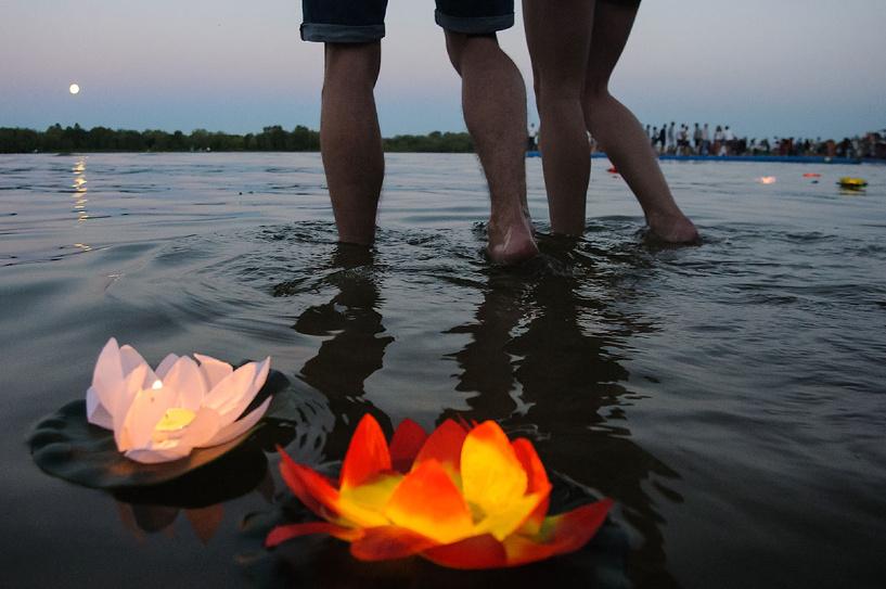 Первый блин комом: в Тамбове прошел массовый запуск водных фонариков