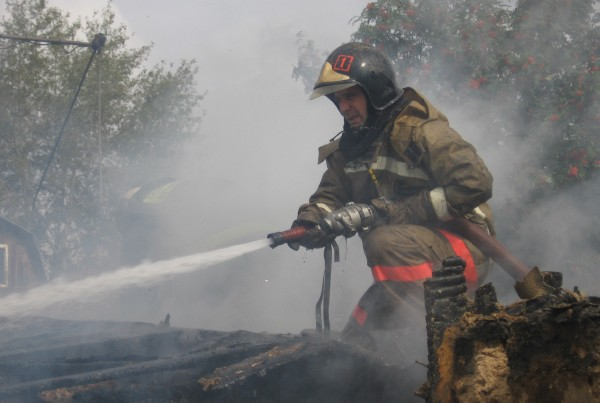В Тамбове пожарные тушили летний домик