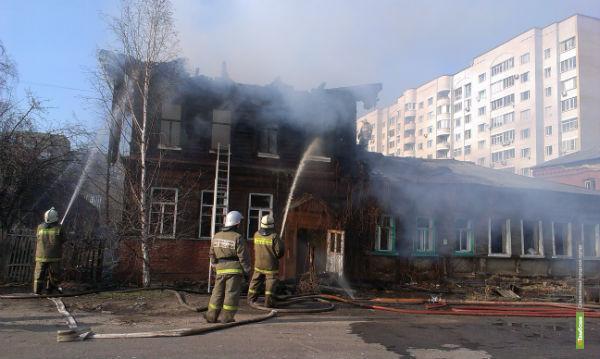 В Тамбове во время пожара пострадал один из спасателей
