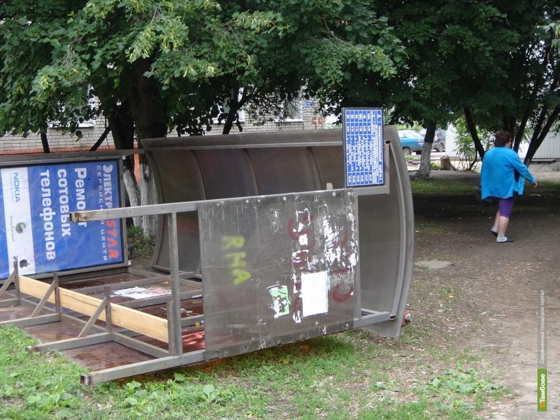 Тамбовчанин разгромил автобусную остановку