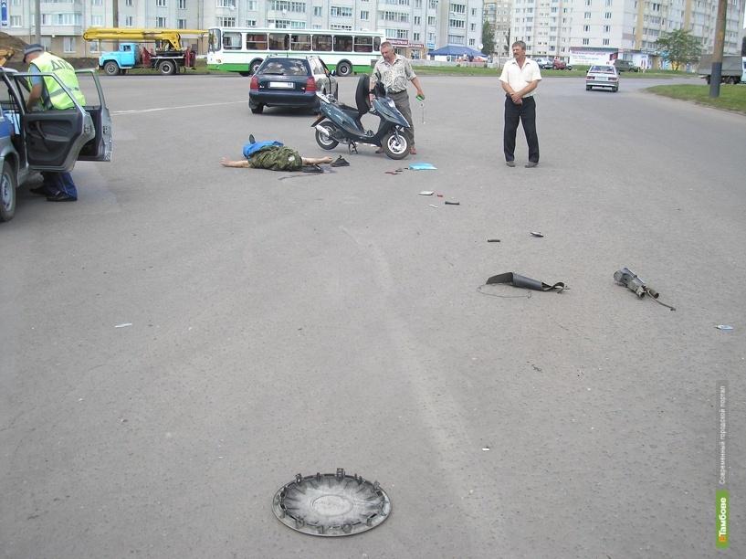 """В Тамбове скутер въехал в """"Девятку"""""""