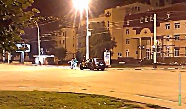 Полиция выяснила, кто отплясывал и стрелял в центре Тамбова