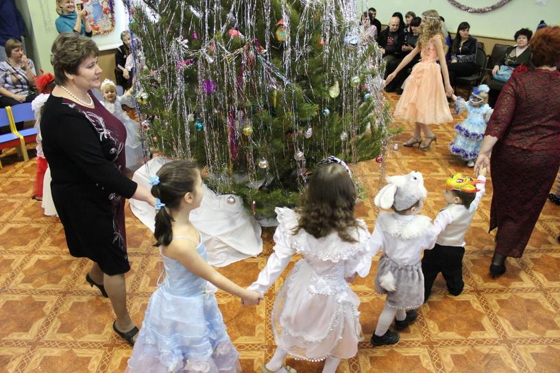 Общественники поздравили с наступающим праздником юных переселенцев из Украины