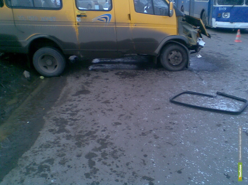 В Тамбове лоб в лоб столкнулись две машины