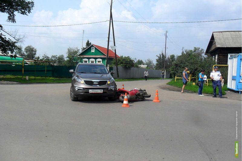 В Мичуринске внедорожник сбил двух человек на скутере