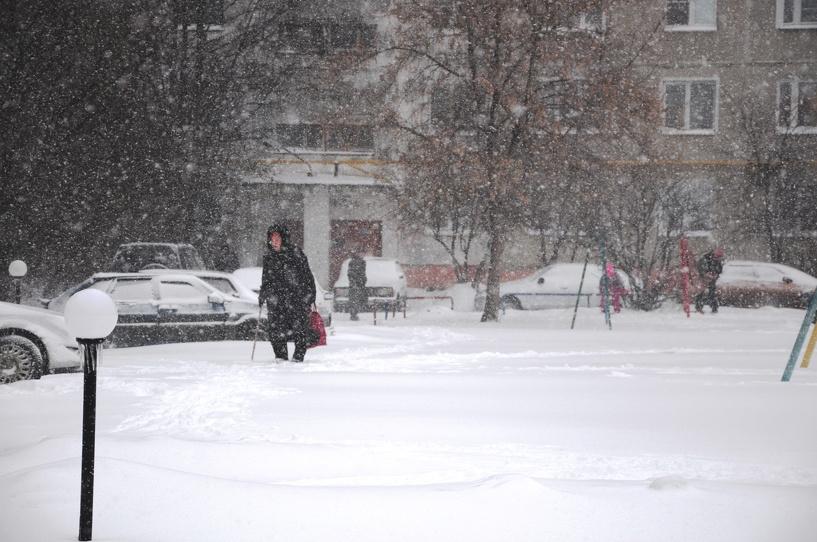 Областной центр занесло снегом