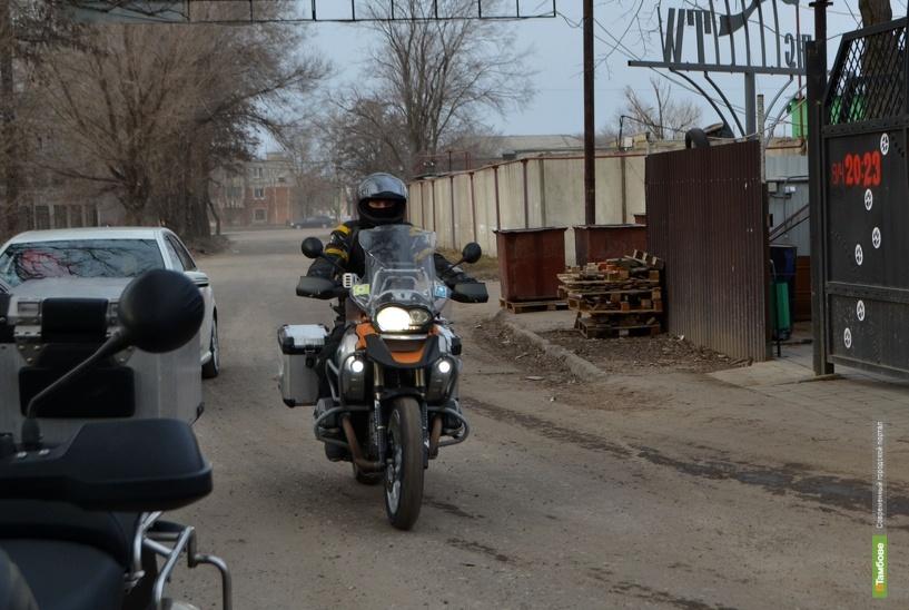 «Тамбовские волки»: За зиму автовладельцы отвыкли от мотоциклистов