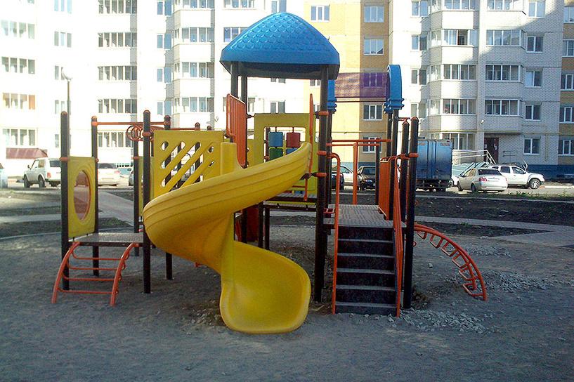 В Уютном появилась первая детская площадка