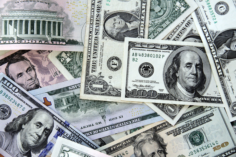 Валютная хроника: рубль не падает, Минфин не продает, а ЦБ проверяет банки