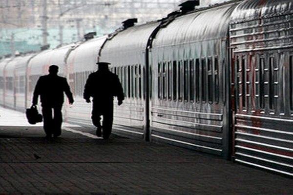 Судебные приставы «отловили» должника в поезде
