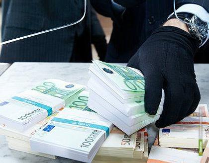 Тамбовского бизнесмена ограбили средь бела дня на 5 миллионов долларов и 12 миллионов рублей