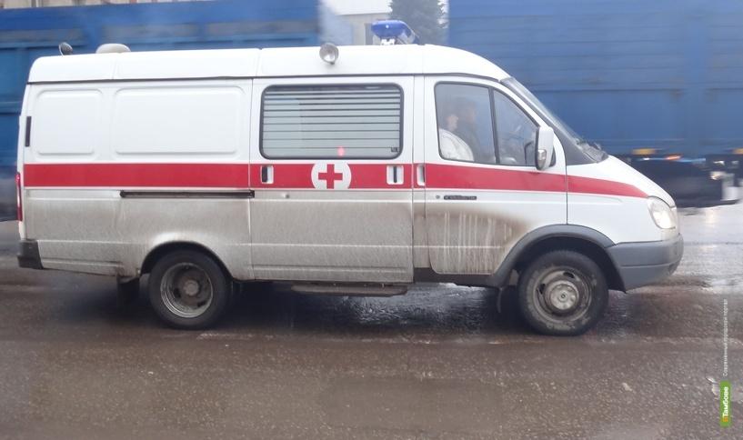 В Тамбовском районе бортовой грузовик угодил в световую опору