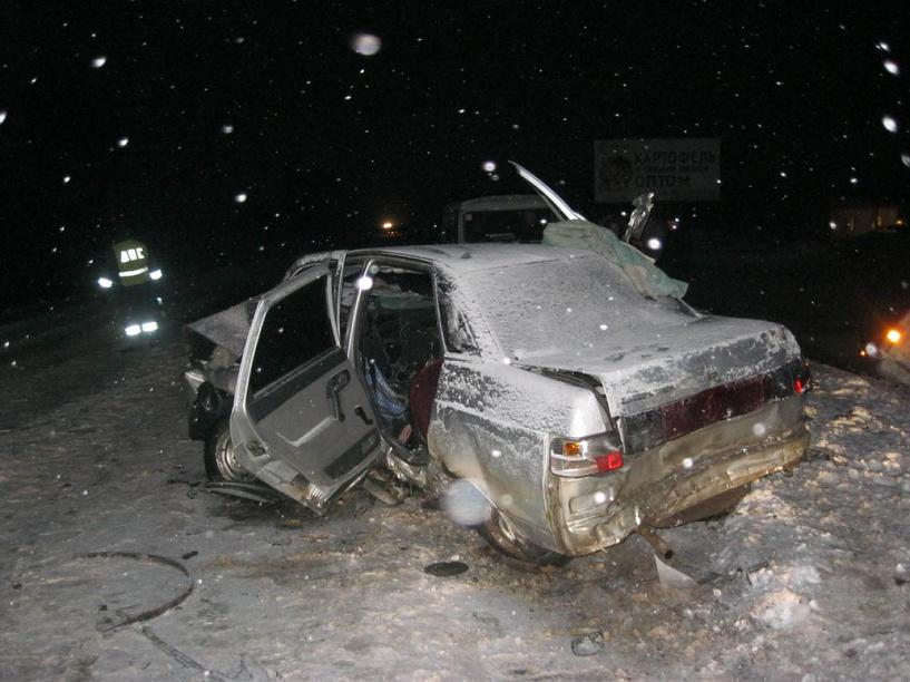 На заснеженной трассе столкнулись три автомобиля: есть погибший и пострадавшие