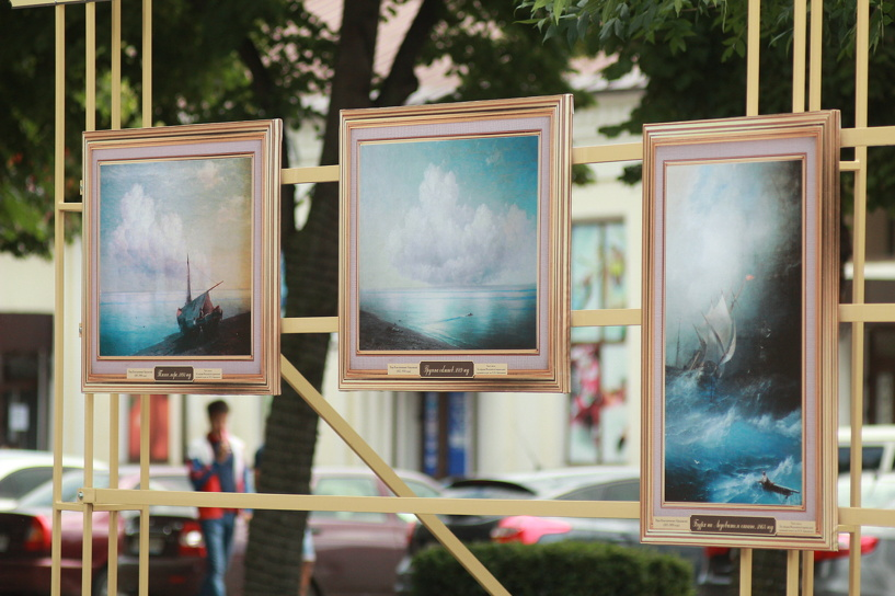 В сквере Петрова разместят новую экспозицию картин