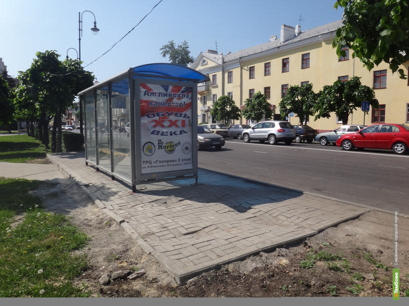 Тамбовчане ждут общественный транспорт под открытым небом