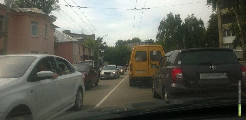На въезде в город образовался автомобильный затор