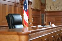 В США суд заставил автоледи стоять с табличкой «Идиотка»