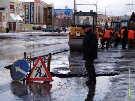 По тамбовским улицам «ударили» ямочным ремонтом