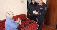 Начальник УМВД лично вернул обманутой старушке деньги