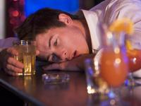 В Англии устроили вытрезвитель прямо в баре