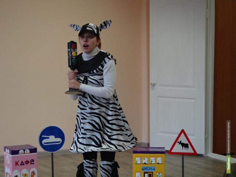 Малышей тамбовского детсада посетила сказочная «зебра»