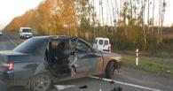 На трассе столкнулись легковушка и микроавтобус
