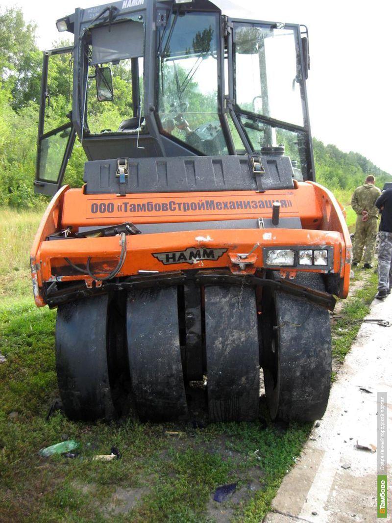 В Тамбовском районе грузовик врезался в каток