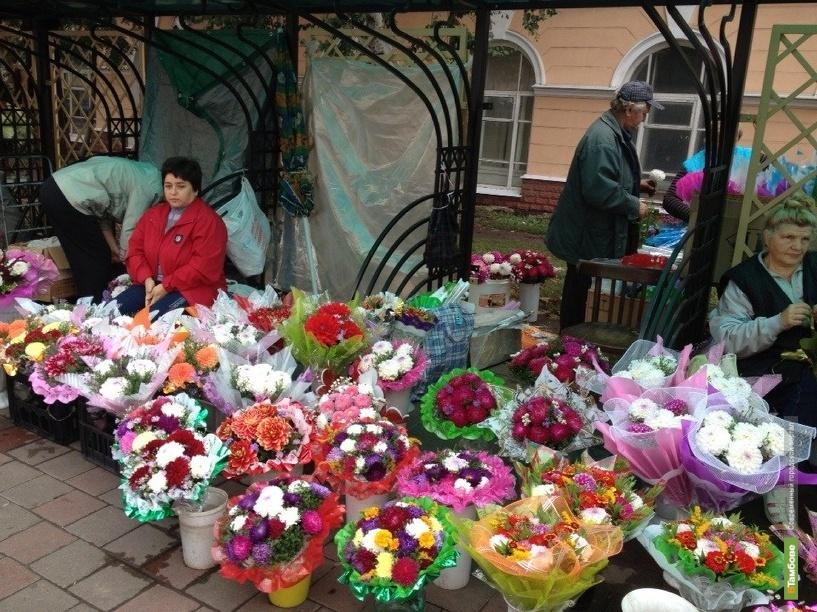 Улицы Тамбова превратились в цветочные базары