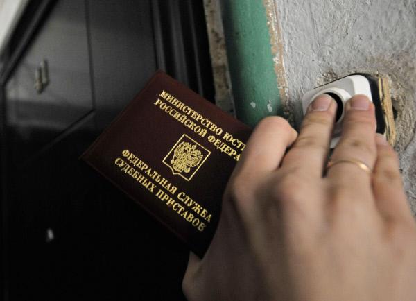 Мать, задолжавшая по алиментам 350 тысяч рублей, предстанет перед судом