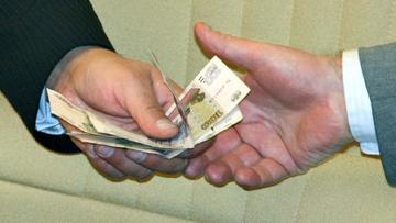 В Кирсанове мужчина пытался подкупить полицейского