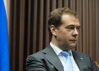 Медведев предложил обязать автомобилистов ездить на зимней резине