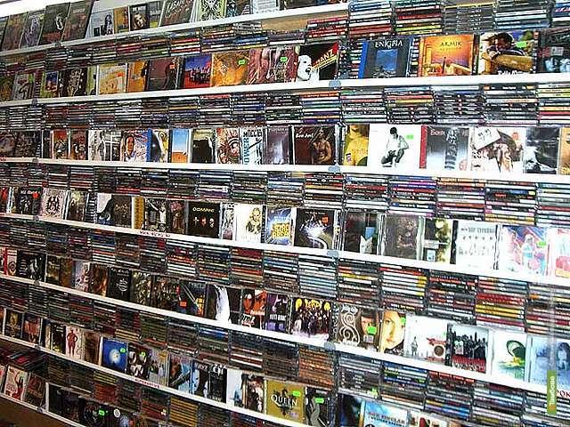 Полицейские изъяли около 400 пиратских дисков