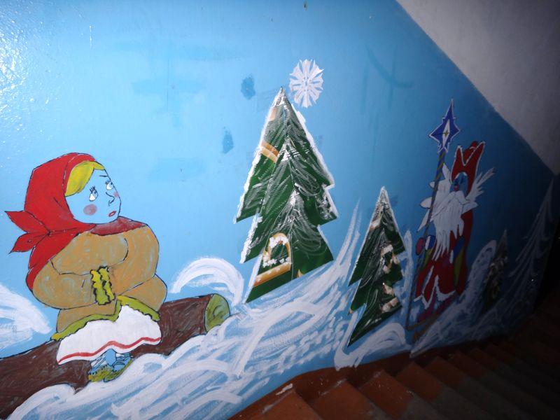 Тамбовчане продолжают украшать свои дворы и подъезды к Новому году