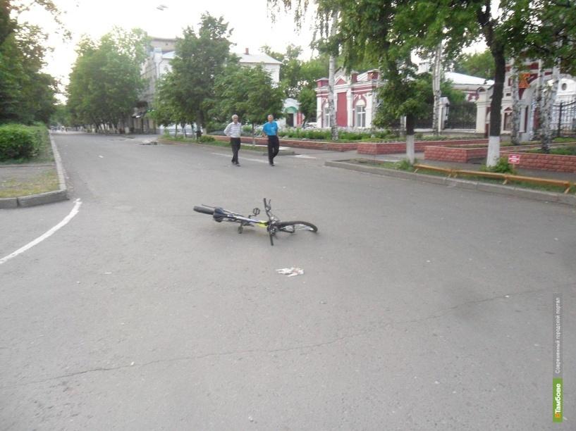 Скутерист сбил школьника на велосипеде и скрылся с места ДТП