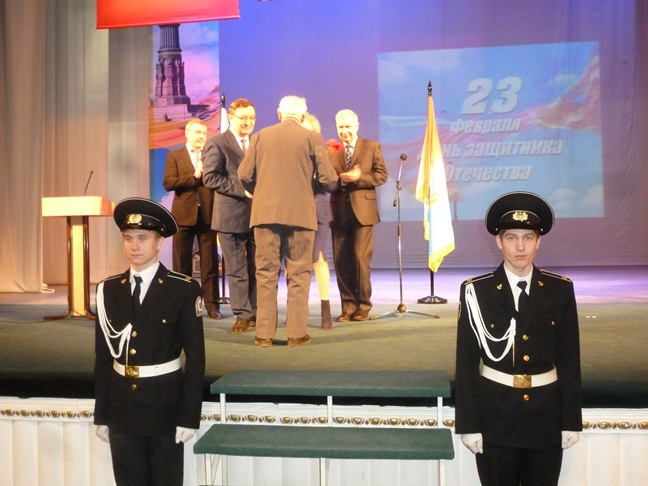 Губернатор поздравил военнослужащих и ветеранов с Днём защитника Отечества