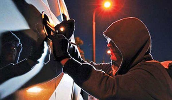 За одну ночь мужчины попытались угнать четыре авто