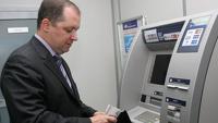 ЛДПР предлагает выдавать зарплату еженедельно