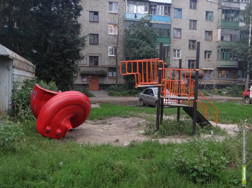 В одном из сел Тамбовщины все детские площадки установили кое-как