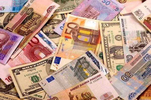 Россияне доверяют вкладам в валюте