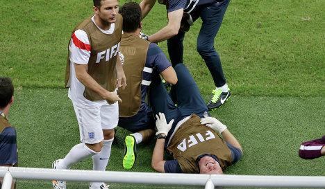 Физиотерапевт сборной Англии вывихнул лодыжку, празднуя гол
